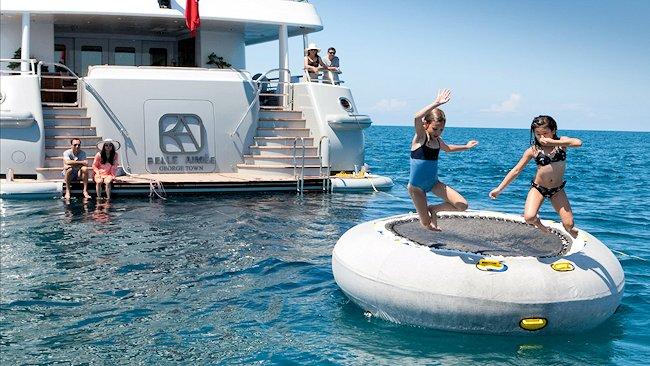 Charter yacht (12)